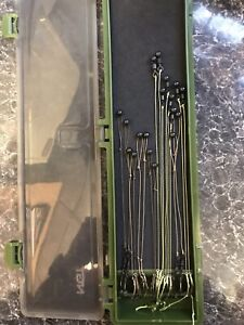 stiff rig wallet with 16 rigs 2 Of Each different rigs and Hook sizes
