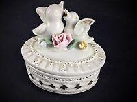 Ancienne boîte à bijoux en porcelaine dorée décors oiseaux - 19ème