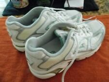 Women's Avia Athletic/Walking Shoes Size 9