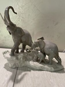 Vintage Lladro Elephant Family