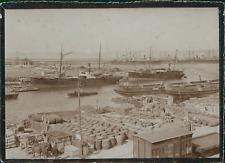 France, Marseille, Vue des bateaux marchands dans le port et la marchandise, ca.