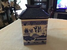 Blue willow pattern small pagoda lidded canister