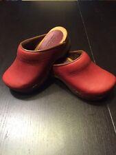 Sanita Danish Designs Children's Clogs Size 26 - Color Is Red Almost Dark Red