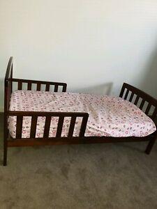 Child bed, mattress, mattress protector and sheets