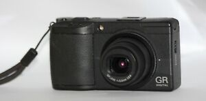 RICOH GR DIGITAL II 10.1MP f/2.4 BOXED FROM UK