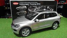 VOLKSWAGEN TOUAREG 2010 FSI Silver au 1/18  KYOSHO 08821CS voiture miniature