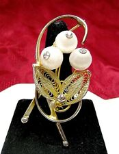 VINTAGE GOLD TONE FILIGREE FLORAL MOTIVE WHITE FABRIC BALLS CRYSTAL PIN BROOCH