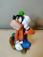 DISNEY VTG 5.5'' GOOFY SITTING WITH SQUEEZE SOUND AWESOME POSING PVC FIGURE