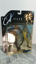 X files action figures attack alien and extra terreste