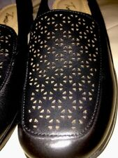 Trotters  Womens Black Jenn Laser Leather Cut Out Slip On Loafers Shoes  sz 7
