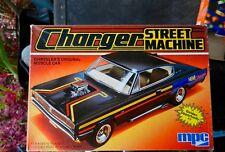 "MPC 1967 DODGE CHARGER ""HEMI"" STREET MACHINE 1:25TH SCALE PLASTIC MODEL IN BLACK"