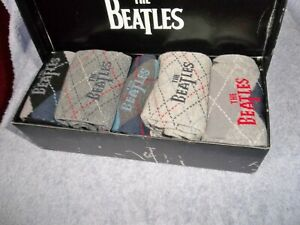 THE BEATLES OFFICIAL MENS SOCKS GIFT BOX SET 5 PAIRS SIZE 7-11 DISTRESSED BOX !