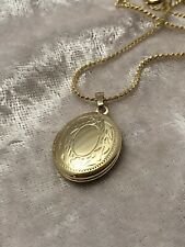 Dainty vintage gold tone locket with 15 inch Necklace.