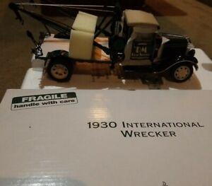 NEW - Danbury Mint 1:24 1930 International Wrecker Die Cast A5 Tow Truck