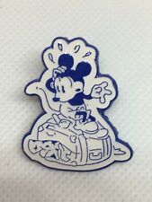 Disney Trading Pin - DVC Disney Vacation Club - Mickey Mouse On Top of Suitcase