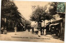 CPA Varennes-sur-Allier-Place de l'Eglise et Rue de Paris (262886)