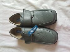 MENS BNWOB CHUMS GREY SELF ADHESIVE FASTEN SHOES SIZE 9