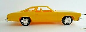 X-EL PRODUCTS COLLECTORS SERIES OF OLDIES 1975 OLDSMOBILE CUTLASS YELLOW