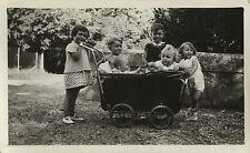 PHOTO ANCIENNE - VINTAGE SNAPSHOT - GROUPE ENFANT LANDAU DRÔLE GAG - CHILD FUNNY