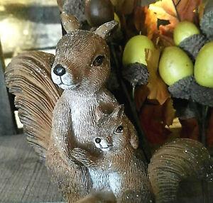 Dekofigur Eichhörnchen mit Baby Figur Glitzer Kunstharz Dekoration Squirrel