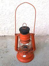 ( n°1 )  ancienne lampe à pétrole rouge Meva 864 Fabriqué en Tchécoslovaquie