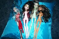 Monster High Doll lot of dolls with missing parts.Older dolls.
