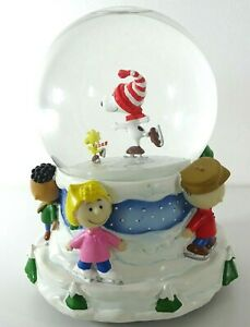 """PEANUTS Snoopy """"Linus and Lucy"""" Musical Snow Water Globe Hallmark"""