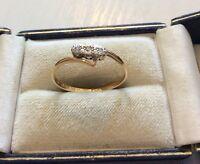 Beautiful Ladies Antique 18CT Gold & Platinum Three Stone Diamond Ring 18 Carat