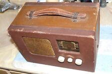 MONARCH VACUUM TUBE AC-DC-BATTERY UNIVERSAL-POWER AM PORTABLE RADIO pro serviced