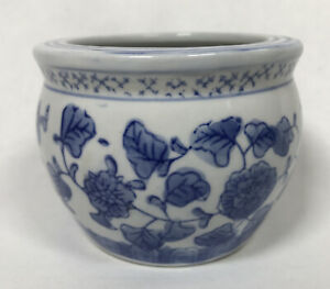 Small Chinese Porcelain Jardiniere Planter Plant Pot Blue and White hand painted