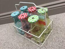 NUOVO 6 colorato rosso blu Vetro Latte Succo di frutta Bevande Bottiglia in Metallo Wire Holder & Cannucce
