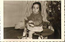 PHOTO FILLETTE SUR TRICYCLE JOUET TOY 1968