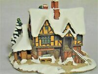 Lilliput Lane Cottage: Yuletide Inn - Perfect for Holiday Display -  Box & Deed