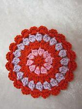 Häkelblume / Applikation gehäkelt aus reiner Baumwolle, rot / rosa, ca. 10 cm