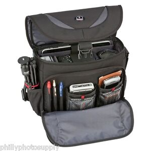 Tamrac 5723 Zuma 3 Photo iPad/Netbook/eReader Messenger (Black/Gray)