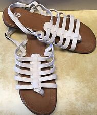 SO White Sandals Women's 9M Strappy Thongs Kohl's SOSPRUCEWHITE Sandle