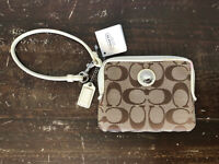 Coach Wallet Daisy Signature Zip Canvas Leather F43812 Khaki Off-White