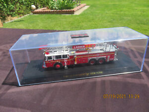 Code 3 FDNY New York City Fire Ladder 24 Seagrave 1:64 diecast