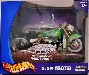Hot Wheels - G2877 Handy Hog 1:18 Moto - Diecast Metal, With Some Plastic Parts.