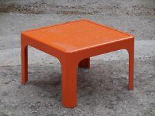 Ancienne petite table basse en plastique orange 1970