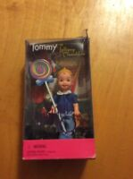1999 WIZARD OF OZ TOMMY AS LOLLIPOP MUNCHKIN! BARBIE Bx33