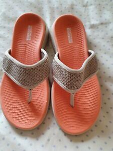 Ladies skechers flip flops size 5