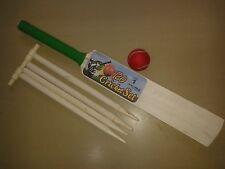 WOODEN Cricket BAT Set Con Palla & 4 CEPPI & cauzione TAGLIA 1 GIOCHI PER GIARDINO ESTERNI