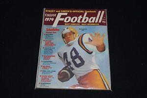1974 Street & Smith Official College Football Yearbook-Brad Davis-LSU