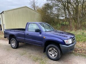 2004 TOYOTA HILUX 2.4TD 4x4 SINGLE CAB PICKUP - great condition