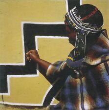 Afrika: Klappkarte: Ndebele-Frau bemalt ein Haus - Ndebele Woman paints a house