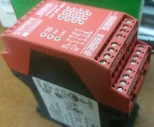 Schneider Electric Type XPS-DME Ref # XPSDME1132P Safety Module