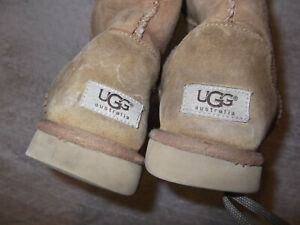 VINTAGE - WOMENS UGG Classic Short II - 8 - BLEMISHES - CHEAP