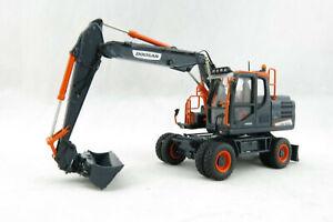 Universal Hobbies UH8138 Doosan DX160W Wheeled Excavator Black Edition 1:50