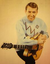 VAL DOONICAN clipping sexy color photo 1989 in sweater w/ Clifford Essex guitar